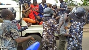 Police arrest protesters outside Freetown office of APC party after court verdict annulling mandate of opposition MP