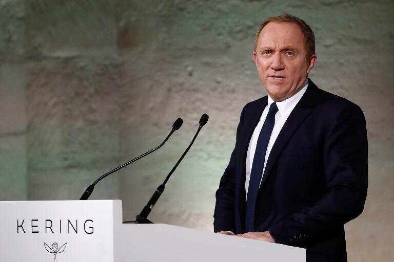 la familia de François Pinault, propietario del grupo Kering, que comercializa marcas como Gucci, anunció que renunciaba a las ventajas fiscales en su donación de 100 millones de euros.
