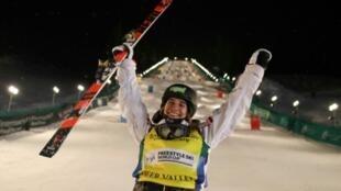 Perrine Laffont après sa victoire en ski de bosses, à Park City, dans l'Utah, le 6 février 2020