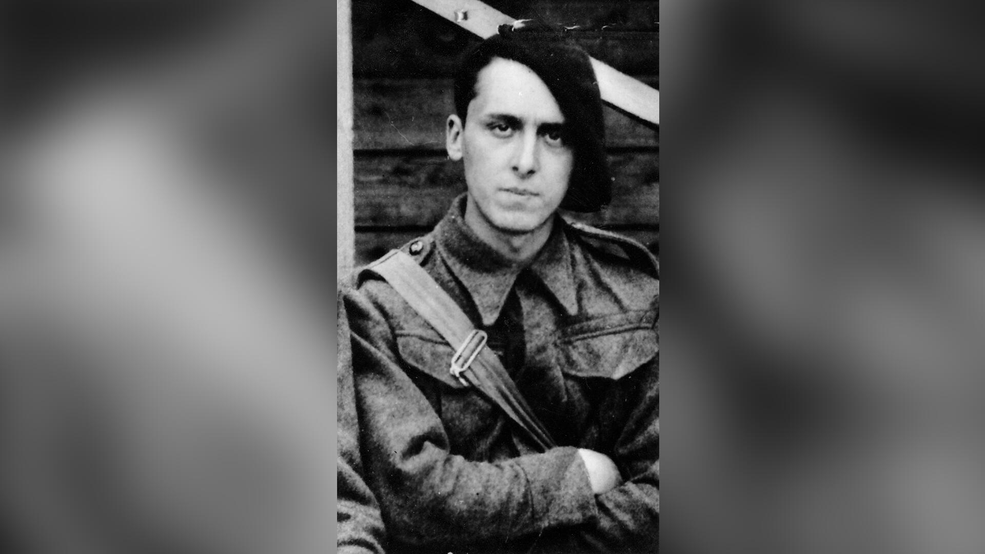 Daniel Cordier in Delville Camp (England) in July 1940.