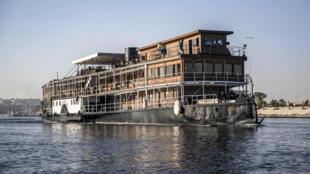 """El vapor """"Sudán"""" en crucero por el Nilo, en Asuán, sur de Egipto, el 3 de enero de 2021"""