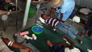 L'épidémie de choléra en Haïti a fait plus de 8 000 morts et des centaines de miliers de personnes infectées. (Photo : 26 novembre 2010 à Port-au-Prince.)