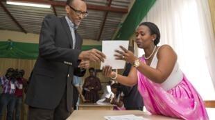 'Yan Rwanda sun amince a sauya kundin tsarin mulki domin ba Paul Kagame damar tazarce