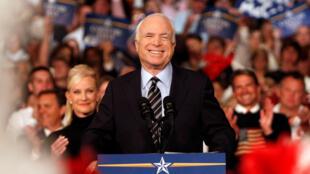 Thượng nghị sĩ John McCain trong cuộc vận động tranh cử tổng thống 2008, tại La Crosse, Wisconsin, Hoa Kỳ, ngày 10/10/2008