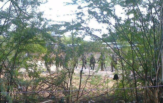 Miliares keniatas en el lugar del ataque. Garissa, 2 de abril de 2015.