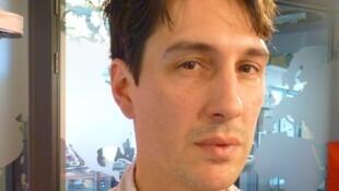 El realizador argentino Pablo Agüero en los estudios de RFI en París.