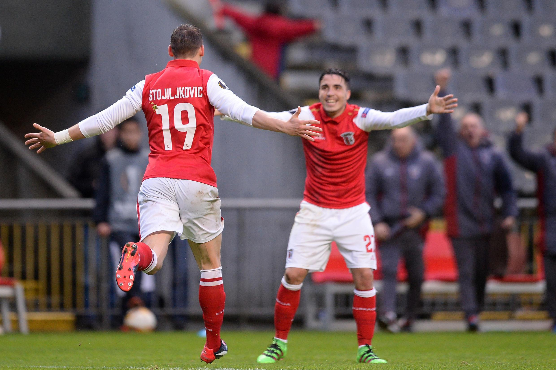 Os golos dos bracarenses foram apontados pelo médio português Josué (direita), de grande penalidade, e pelo avançado sérvio Nikola Stojiljković (esquerda).