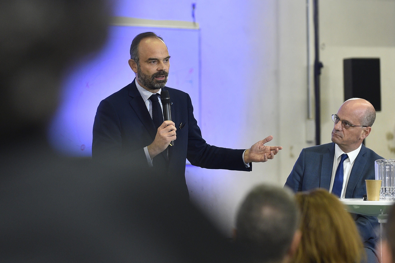 O primeiro-ministro francês, Edouard Philippe (à esquerda), e o ministro da Educação, Jean-Michel Blanquer.