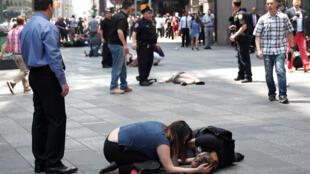 Feridos na calçada na Times Square