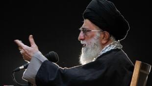 آیت الله خامنه ای در دیدار با نیروهای مسلح منطقه شمال ایران