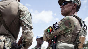 Un membre de l'unité de protection rapprochée du président de la République centrafricaine, Faustin-Archange Touadéra, composée d'agents de l'entreprise de sécurité privée russe Sewa Security, à Berengo le 4 août 2018.