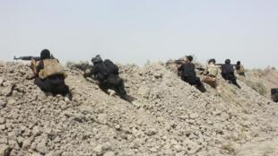 Des soldats de l'armée irakienne en plein combat contre des jihadistes de l'organisation Etat islamique, le 25 septembre, dans la province de Diyala.