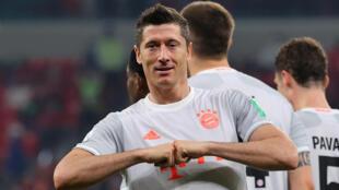 L'attaquant polonais du Bayern Munich, Lewandowski, fête son second but lors de la demi-finale du Mondial des clubs face au club égyptien Al-Ahly, à Ar-Rayyan au Qatar, le 8 février 2021