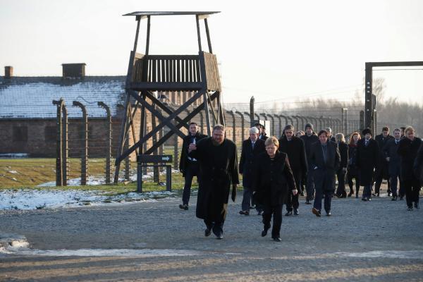 این نخستین بار است که آنگلا مرکل از آشویتس بازدید میکند