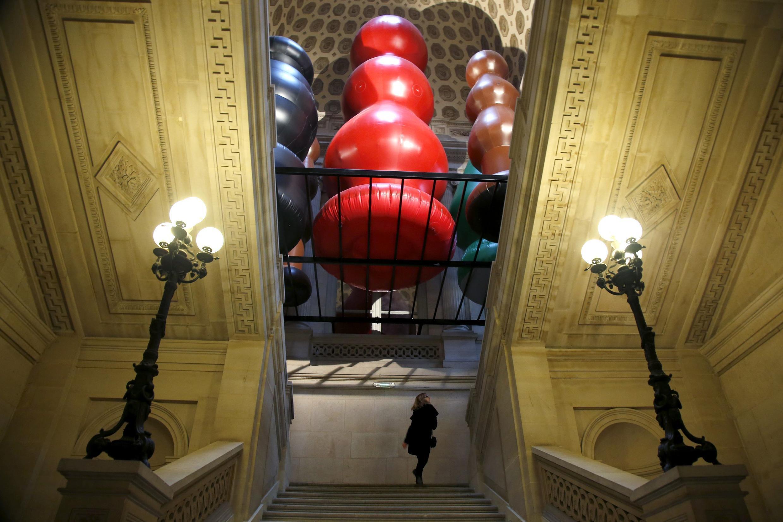 La instalación de piezas gigantes inflables de Paul McCarthy.