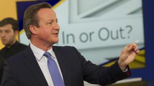 O chefe de governo britânico, David Cameron, respondeu a perguntas sobre a saída ou não da Grã-Bretanha da União Europeia em um canal de televisão, em 2 de junho de 2016.