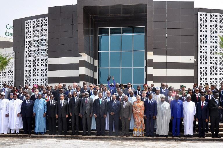 Photo de famille lors du 31e sommet de l'UA en Mauritanie, le 1er juillet 2018.