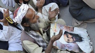 """نخستوزیر پاکستان اسامه بنلادن رهبر سازمان القاعده را که به دست نیروهای ویژۀ آمریکایی کشته شد """"شهید"""" خواند."""