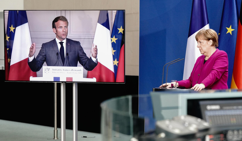 El presidente francés, Emmanuel Macron, y la canciller alemana, Angela Merkel, en rueda de prensa conjunta por videoconferencia, el 18 de mayo de 2020