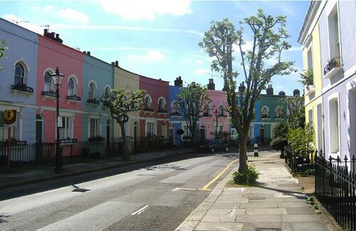 A Kentish Town, quartier international de Londres, connu pour ses bars branchés et le lycée français, les prix de l'immobilier ont à peine baissé.
