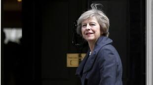 Theresa May dijo querer 'forjar un nuevo papel' para su país en el mundo.