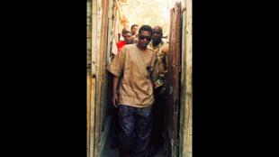 Youssou N'Dour en 1995 dans la médina de Dakar.