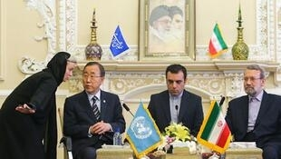 Le secrétaire général des Nations unies, Ban Ki-moon en conversation avec des parlementaires iraniens, le 29 août, à Téhéran.