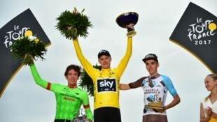 Foto final del podio del Tour de Francia 2017. El británico Chris Froome primero. El colombiano Rigoberto Urán segundo y el francés Romain Bardet tercero. El 23 de julio de 2017.
