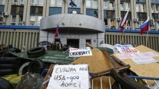 Opositores ocupam prédio público em Lugansk, no leste da Ucrânia.
