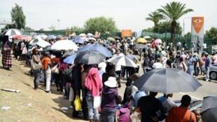 Université de Johannesburg, 10 janvier 2012. La file d'attente des étudiants.