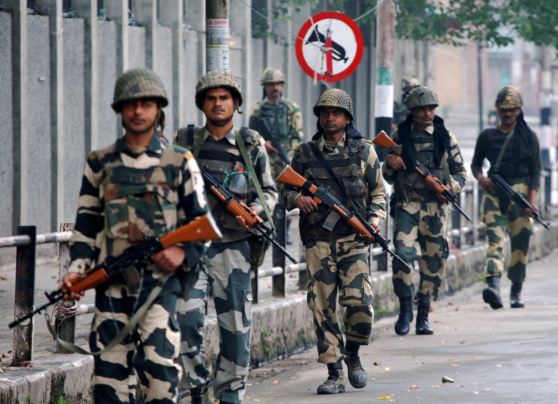 Les forces de sécurité indiennes à la frontière pakistanaise dans la ville de Srinagar, au Cachemire, le 27 août dernier.