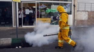 Эпидемия коронавируса в Иране: дезинфекция на улицах Тегерана 13 марта 2020.