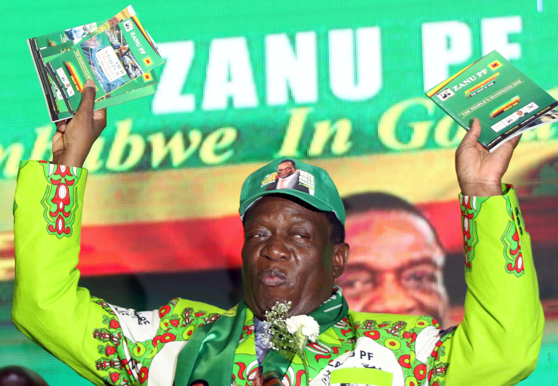 Rais Emmerson Mnangagwa wakati wa uzinduzi wa kampeni ya chama cha Zanu-PF kwa uchaguzi mkuu wa Julai 2018 huko Harare, Mei 4, 2018.