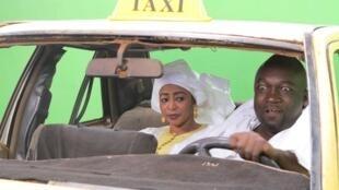 Sur le tournage de la série Taxi Tigui le 25 février 2016.