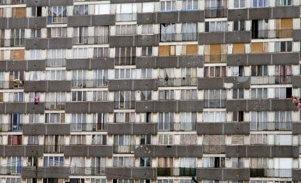 Une HLM de la cité des Bosquets à Montfermeil. Le projet de loi de Christine Boutin prévoit de rénover les quartiers en difficulté.
