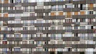 Um prédio do sistema habitacional HLM em Montfermeil, na periferia norte de Paris.