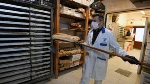 疫情下意大利一家麵包房 2020年3月3日照片