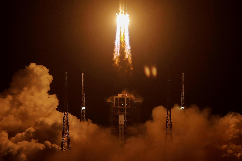 2020-11-23T233515Z_500090423_RC2B9K9SGCK8_RTRMADP_3_SPACE-EXPLORATION-CHINA-MOON