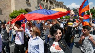 Đối lập Armenia biểu tình tại Erevan. Ảnh ngày 26/04/2018.