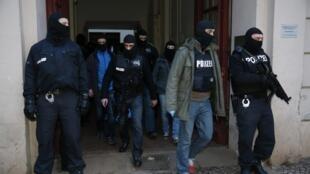 Силы полиции после операции в квартале Веддинг в Берлине 16/01/2015