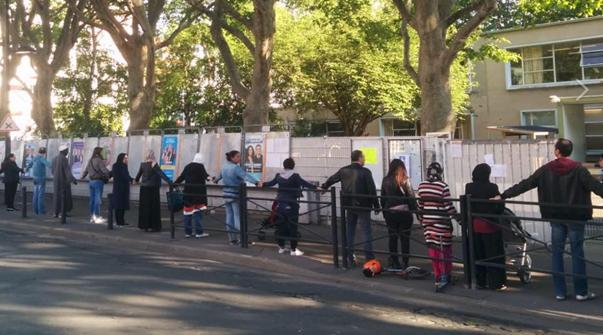 Chaîne humaine à Saint-Denis contre les revendeurs de drogue.