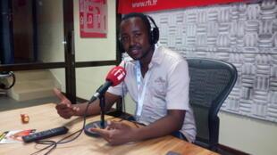 Samata A msanii wa Bongo Fleva ndani ya Studio za RFI Kiswahili Dar es salaam