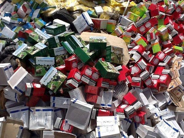 Remédios falsificados prestes a serem incinerados em Tambacounda, no Senegal, em 22 de junho de 2013.