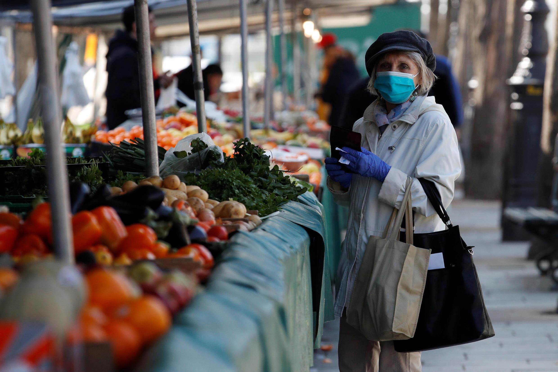ویروس کرونا روابط و عادات  اجتماعی را دگرگون ساخته است - بازار روز در پاریس