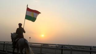 Một người Kurrdistan tại Irak biểu thị sự ủng hộ trưng cầu dân ý đòi độc lập cho vùng tự trị của người Kurdistan tại Irak, ngày 21.09/2017.