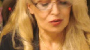 ویدا فرهودی- شاعر، مقیم پاریس