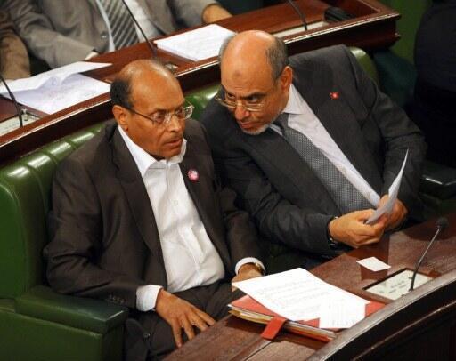 Le Premier ministre, Hamadi Jebali (d) et Moncef Markouki, président de la République, côté à côte à l'Assemblée constituante tunisienne, le 6 décembre 2011.