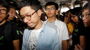 2017年8月17日,2014年香港雨伞运动学生领袖罗冠聪和黄之锋抵达高等法院听候裁决。