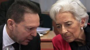 Yannis Stournaras, ministro griego de Finanzas, y Christine Lagarde, directora del FMI, durante la reunión del Eurogrupo en Bruselas, el 12 de noviembre de 2012.