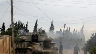 Les troupes de l'armée syrienne dans le village de Dumayna, à quelque 7 kilomètres de Qousseir, le 13 mai 2013.